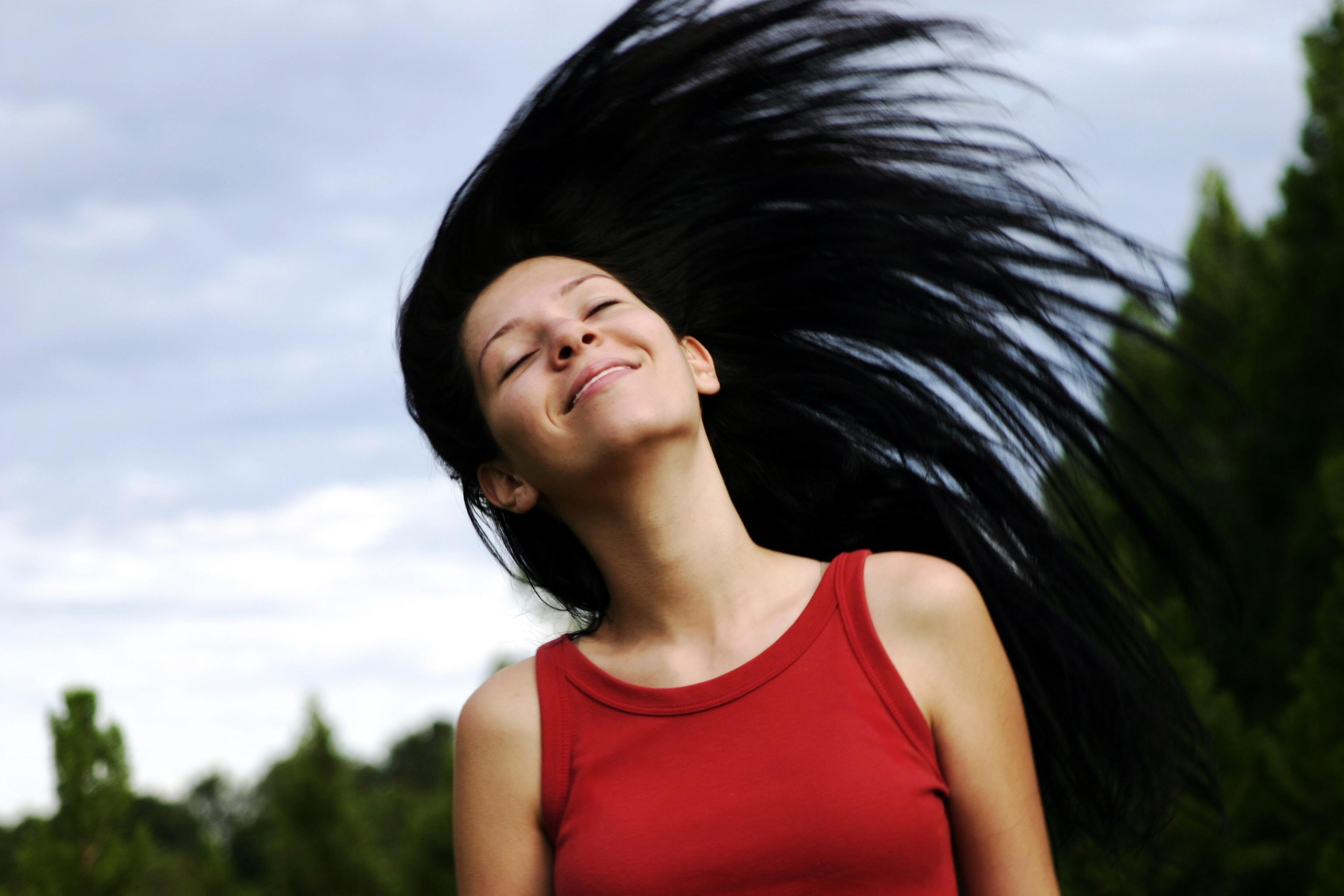 Jak prawidłowo dbać o szczotkę do włosów