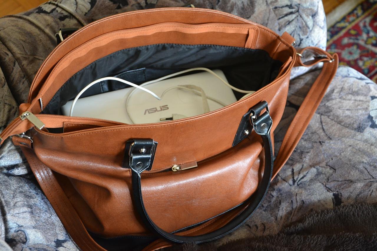 Torebka kuferek- wygoda i elegancja w jednym