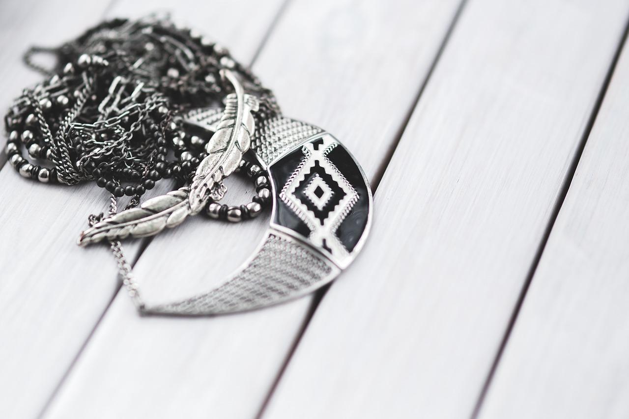 Eleganckie i modne bransoletki