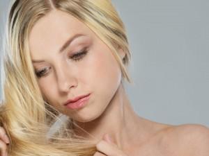 Emolienty do włosów – jak dbać o nawilżenie włókien