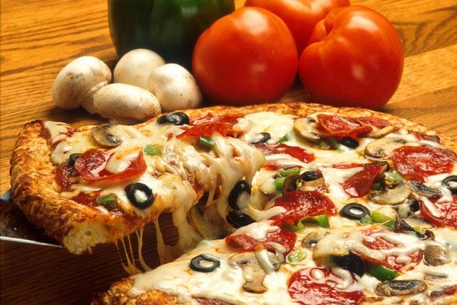 Pizza neapolitańska. Czym się charakteryzuje?