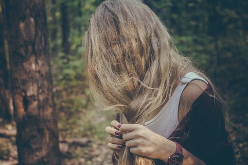 Różne szczotki do rozczesywania włosów
