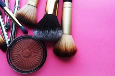 Pędzle do makijażu: jak o nie dbać?